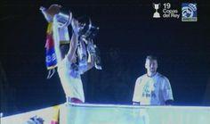 Iker Casillas OFRECE LA COPA a la afición que se ha desplazado a Cibeles. #ElChiringuitoDeNitro. pic.twitter.com/sV9JmHeAiD