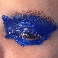Wet paint! #karokangasmakeup #glossyeyes #blueeyes #makeupartist #makeupdetail