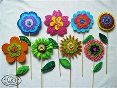 ozdoby wielkanocne z filcu - Szukaj w Google Chinese New Year, Felt Flowers, Origami, Crafts For Kids, Crochet Earrings, Projects, Google, Feltro, Craft