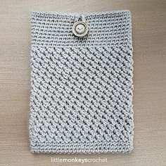 Mobile Device Cover Free Crochet Pattern by Little Monkeys Crochet (iPad cover, Tablet Cover) Crochet Tablet Cover, Crochet Case, Crochet Shell Stitch, All Free Crochet, Crochet Stitches, Crochet Pillow, Easy Crochet, Crochet Phone Case Pattern Free, Crochet Laptop Case