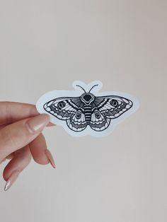 Moth Symbolism, Piercings, Cute Finger Tattoos, Future Tattoos, Temporary Tattoo, Tattoo Inspiration, Blackwork, I Tattoo, Tatting