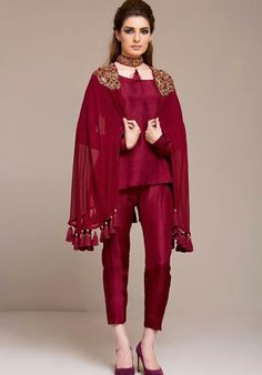 Zainab Chottani pret 2016 new arrivals have been released to make your party more rocking. See how to buy online Pakistani dresses. Latest Pakistani Dresses, Pakistani Bridal Dresses, Pakistani Dress Design, Indian Dresses, Nikkah Dress, Latest Pakistani Fashion, Pakistani Designers, Casual Summer Dresses, Stylish Dresses