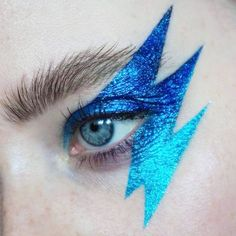 Inspired by lightning bolts!⚡this absolutely stained the hell out of my skin, but I feel like it was worth it. 80s Makeup, Costume Makeup, Makeup Art, Beauty Makeup, Face Makeup, Glam Rock Makeup, 80s Glam Rock, Zendaya Makeup, Makeup Monolid