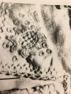Skjorte – En bunad blir til Print Tattoos, Om