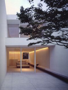 Tetsuka house in Japan by British architect John Pawson. I've always loved patios.