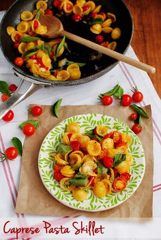 Caprese Pasta Skillet is a delicious light and fresh vegetarian dinner to enjoy all year-round. | iowagirleats.com