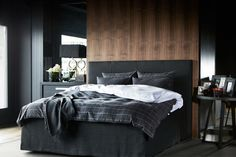 Bedroom remodel ideas: There are specific furniture pieces and lighting techniques which can help your home appear larger. You should learn anything you can to be able to unlock a tiny space appear larger and more open. Decoration Design, Decor Interior Design, Interior Decorating, The White Company, Dispositions Chambre, Pretty Bedroom, Bedroom Layouts, Black Bedding, Master Bedroom Design