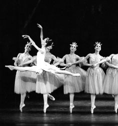 Pittsburgh Ballet Theatre's 'The Nutcracker (1987) Artist: Laura Desiree Photo: Randy Choura Choreography: George Balanchine