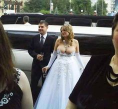 I feel MUCH better about my wedding pictures after this. 32 Tips For Taking The Perfect Wedding Photo. These are hilarious! Funny Wedding Dresses, Worst Wedding Dress, Ugly Wedding Dress, Wedding Fail, Before Wedding, Wedding Humor, Wedding Gowns, Tacky Wedding, Dream Wedding