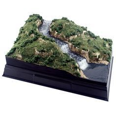 Water Scene Dioramas Use the Project Base & Backdrop and the Water Diorama Kit to make beautiful scenes with water areas, such as waterfalls, waves, splashes, rivers, lakes and the ocean. Model either still or moving water effects!