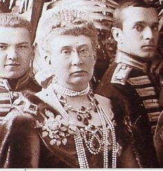 Grand Duchess Vera Konstantinovna, Duchess of Wuerttemberg. wearing what looks like part of the Romanov Emerald parure of GD Ella. Victorian Women, Victorian Era, German Royal Family, Germany And Prussia, Retro Pictures, Court Dresses, Empire, Imperial Russia, History Photos