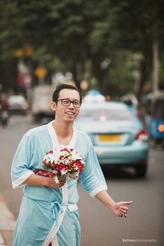 Groom looking for a ride to wedding hall | Maxy & Sisca | Bellme - WeddingDay