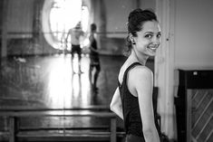 A sunday afternoon of May with Danseuse Etoile Dorothée Gilbert in the Zambelli's room inside the Opéra Garnier. Svetlana Zakharova, Misty Copeland, Hong Kong, Ballet Dance Photography, Famous Dancers, Paris Opera Ballet, Ballerina Project, Summer Aesthetic, Ballet Dancers