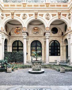 Milanese courtyard   framboisejam