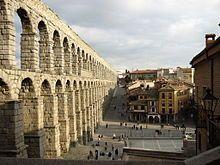 Témoignage de la romanisation de l'Hispanie, l'aqueduc romain de Ségovie fut érigé au iie siècle. C'est l'un des monuments romains les plus imposants d'Espagne.