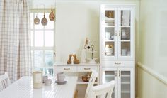 white kitchen. momo natural