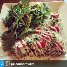 Hawaiian Live Pizza - raw, vegan, organic, gluten free. Instagram by @julieannsrawlife Free Instagram, Raw Vegan, Pulled Pork, Hawaiian, Pizza, Gluten Free, Organic, Live, Holiday Decor