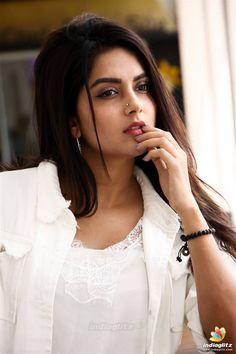 Bollywood Actress Hot Photos, Indian Actress Hot Pics, Tamil Actress Photos, South Indian Actress, Beautiful Girl Indian, Most Beautiful Indian Actress, Beautiful Girl Image, Cute Beauty, Beauty Full Girl