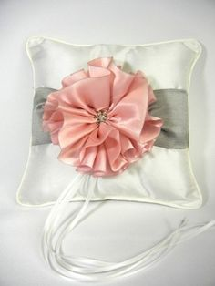 RaeBella New York Keepsake Satin Metallic and Cherry Blossom Ring Pillow for Traditional Wedding Ceremony RaeBella Weddings & Events New York http://www.amazon.com/dp/B00GG8L2RU/ref=cm_sw_r_pi_dp_l6Veub0XTY3C6