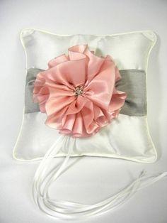 RaeBella New York Keepsake Satin Metallic and Cherry Blossom Ring Pillow for Traditional Wedding Ceremony RaeBella Weddings & Events New York http://www.amazon.com/dp/B00GG8L2RU/ref=cm_sw_r_pi_dp_l6Veub0XTY3C6