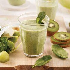 Smoothie vert aux kiwis, melon et menthe - 5 ingredients 15 minutes Kiwi, Smoothie Vert, Brunch, Fresh Rolls, Cantaloupe, Fruit, Ethnic Recipes, Food, Slow Cooker Bread
