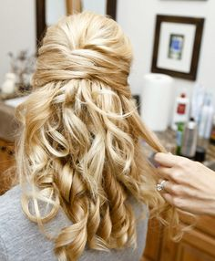 Great bridesmaid hairstyle idea for your #wedding