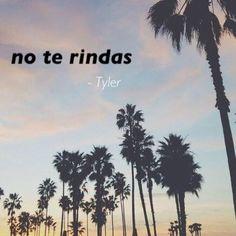 """""""No te rindas."""" Dit was wat Tyler zei tegen Eden toen ze hem uitlegde wat er allemaal gebeurd was tussen haar en haar vader. Ze zei dat ze vreesde dat het nooit meer goed zou komen. """"No te rindas"""" betekent """"Geef niet op"""". Hieruit kwam Eden te weten dat Tyler Spaans kon en vertelde hij dat hij dat van zijn vader geleerd had, voor de rest zweeg hij. Need You, I Love You, My Love, Dark Love, Favorite Book Quotes, Forever Yours, Jealousy, Couple Goals, Quotations"""