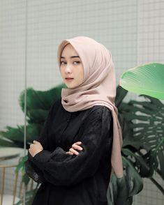 Modest Fashion Hijab, Casual Hijab Outfit, Ootd Hijab, Hijab Chic, Hijabi Girl, Girl Hijab, Turkish Hijab Style, Beautiful Hijab Girl, Asian Model Girl