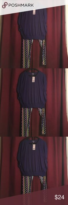 bundle special soild blue top and legging  Bundle special this a stunning summer cool feeling look the top is a 2x and is very light and flattering the pants are a Muti color summer bright look silky soft. A cute outfit I put together pants are woman one size  Uniti @hot kiss  Tops