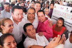 RECIBE HÉCTOR ASTUDILLO EL RECONOCIMIENTO DE LA FEDERACIÓN POR SU LABOR EN EL TRABAJO DE PREVENCIÓN Y RECONSTRUCCIÓN DEL TEJIDO SOCIAL!!!  * Encabeza junto con Miguel Ángel Osorio Chong la inauguración de la Feria Integral de Prevención y la reunión del Gabinete de Seguridad * Hay resultados positivos,  aseguran tras concluir la reunión con el gabinete de seguridad federal  Acapulco de Juárez Guerrero, a 20 de Octubre de 2016.- El gobernador Héctor Astudillo Flores y el secretario de...