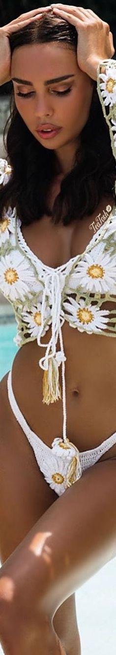 Floral Fashion, Colorful Fashion, Unique Fashion, Daisy Love, Summer Breeze, Summer Vibes, Bathing Beauties, Boho Gypsy, American Women