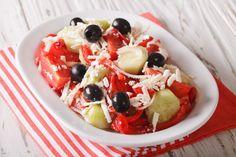 Шопский салат готовится из овощей, маслин и брынзы. Это классический рецепт болгарской кухни. Ингредиенты помидоры: 2 шт. сладкий красный перец: 2 шт. огурцы: 2...