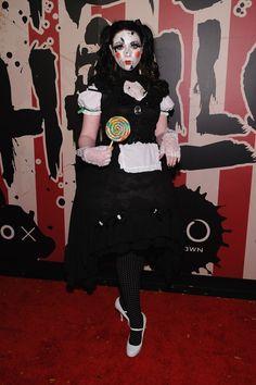 Pin for Later: Holt euch bei den Stars Inspiration für euer Halloween-Kostüm Michelle Trachtenberg als zerbrochene Puppe