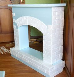 Best how to make a cardboard fireplace with your own The best How to make a cardboard fireplace with your own hands photos): Step-by-step instructi Diy Christmas Fireplace, Faux Fireplace Mantels, Disney Christmas Decorations, Christmas Crafts To Make, Cardboard Crafts Kids, Diy Karton, Cardboard Fireplace, Classy Christmas, Cardboard Furniture