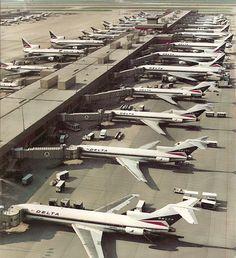 Delta en ATL - 727's y el 1011 de l, Corriente-continua-8's y Corriente-continua-9's
