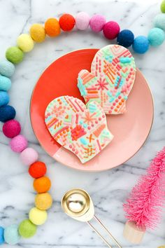 A Kailo Chic Life: Bake It - Faux Woven Mitten Cookies