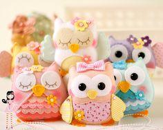 Wool Felt Owls by Ei Menina! Felt Owls, Felt Birds, Felt Animals, Owl Fabric, Fabric Crafts, Sewing Crafts, Owl Crafts, Diy And Crafts, Arts And Crafts