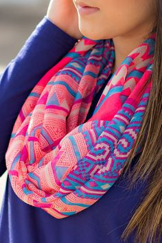 A Colorful scarf will add a lot of pop into your causal everyday outfits Look Fashion, Teen Fashion, Womens Fashion, India Fashion, Asian Fashion, Fashion 2014, Moderne Outfits, Cozy Scarf, Shawl
