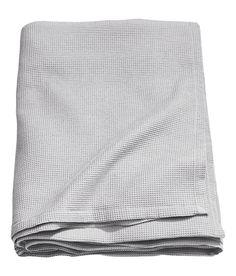 Sieh's dir an! Tagesdecke aus Baumwollmischgewebe mit Waffelstruktur. – Unter hm.com gibt's noch viel mehr.