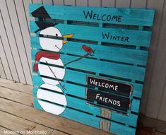 the other side of the pallet project, crafts, pallet, seasonal holiday decor Christmas Art, Christmas Decorations, Holiday Decor, Christmas Ideas, Xmas, Do It Yourself Projects, Projects To Try, Welcome Winter, Winter Project