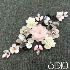 Beading Hand Embroidery Videos, Bead Embroidery Patterns, Couture Embroidery, Embroidery Jewelry, Hand Embroidery Designs, Floral Embroidery, Beaded Embroidery, Beading Patterns, Sugar Beads