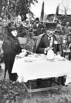 , Atatürk 29.Ocak.1923 te evlendi)Mustafa Kemal Latife Uşşaki Hanım Mersin Silifke Taşucunda ziyarette