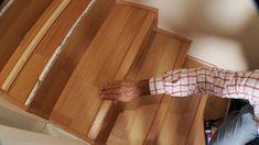 La escalera es uno de los lugares que tiene más alto tránsito dentro de la casa, por eso tenerla alfombrada puede ser un constante dolor de cabeza, por la suciedad que acumula y lo difícil que es limpiarla. Por eso proponemos revestir la escalera con piso laminado, una terminación fácil de limpiar y mantener brillante. Wood, Laminate Flooring, Build A Bed, Bed With Drawers, Wooden Gates, Wood Types, Floating Floor, Bed Making, Woodwind Instrument