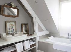 attic bathroom vintage Badezimmer im D Dorm Bathroom, Room Design, Home, Vintage Bathrooms, Attic Bathroom, Home Deco, Bathroom Plans, Bathroom, Bathroom Decor