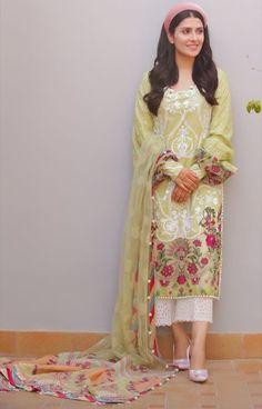 Simple Pakistani Dresses, Pakistani Wedding Outfits, Pakistani Fashion Casual, Pakistani Dress Design, Indian Outfits, Indian Designer Suits, Sleeves Designs For Dresses, Pakistan Fashion, Kurti Designs Party Wear