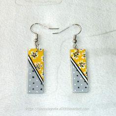 Boucles d'oreille en CD recyclé n°42 : Gris clair et Jaune  http://www.alittlemarket.com/boucles-d-oreille/fr_boucles_d_oreille_en_cd_recycle_n42_gris_clair_et_jaune_-8053679.html