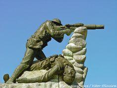 Soldado do CEP com metralhadora Lewis. Podia ser o Milhões.  Monumento aos Mortos da Grande Guerra - Estremoz - Portugal