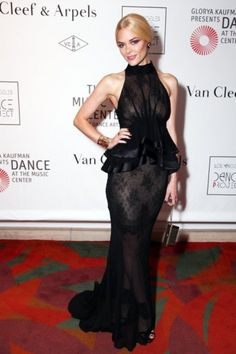 Top y lista de las celebrities mejor vestidas con los vestidos de fiesta de  moda en 2012 sobre la alfombra roja en las fiestas. Fotos b374e919987f