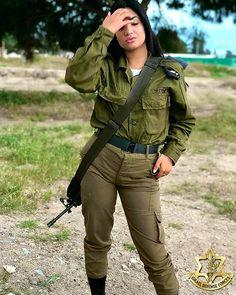 high end Fighter Girl Gun for women toronto Idf Women, Military Women, Military Female, Female Cop, Female Soldier, Brave Women, Real Women, Mädchen In Uniform, Israeli Girls