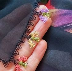 Needle lace writing models Source by igneoyasii Love Crochet, Crochet Shawl, Diy Crochet, Seed Bead Tutorials, Beading Tutorials, Embroidery Jewelry, Crewel Embroidery, Saree Tassels Designs, Needle Lace